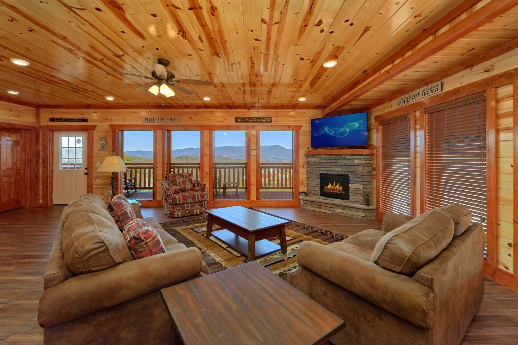 Photo of a Sevierville Cabin named Summit Pool Lodge - This is the eleventh photo in the set.
