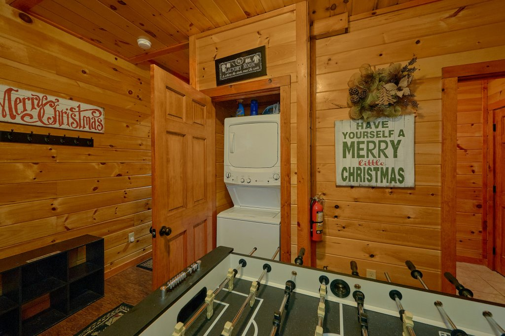 Photo of a Pigeon Forge Cabin named Reindeer Bay - This is the eighteenth photo in the set.