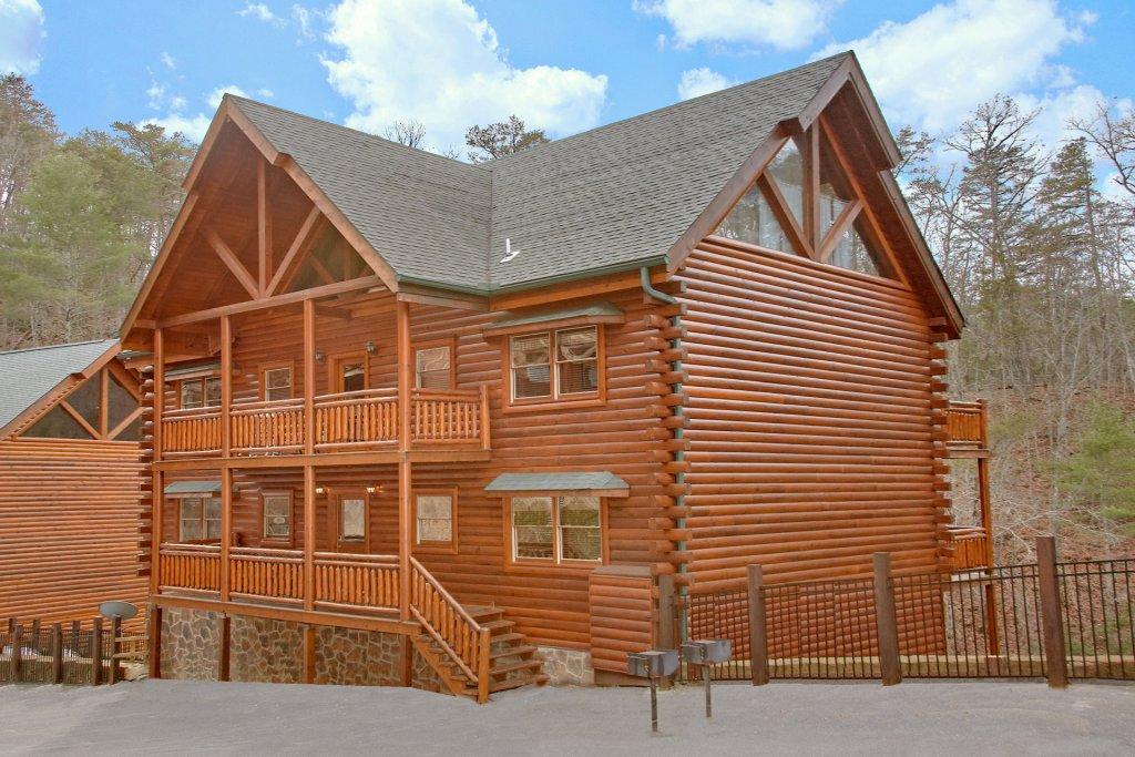 Photo of a Sevierville Cabin named Pool And Theater Lodge - This is the thirty-sixth photo in the set.