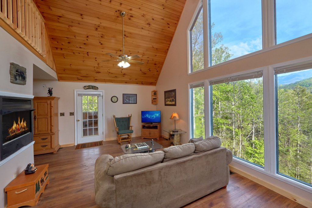Photo of a Gatlinburg Cabin named Romantic Views - This is the tenth photo in the set.