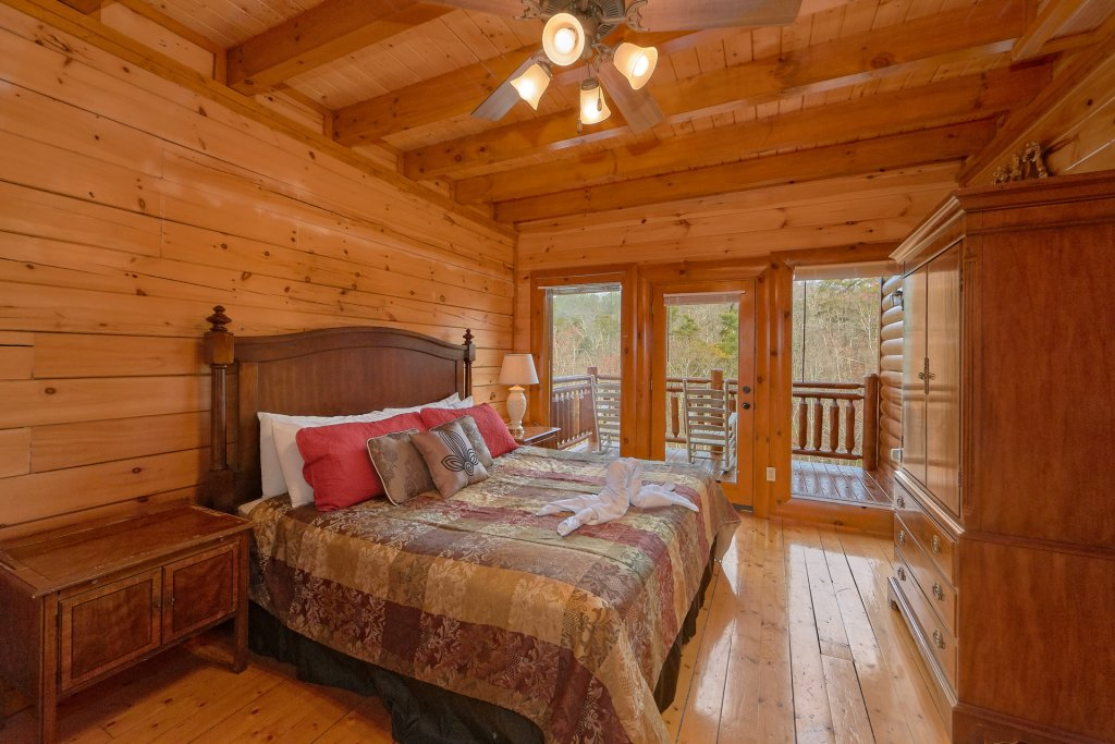 Photo of a Sevierville Cabin named Movie Room Retreat - This is the fifteenth photo in the set.