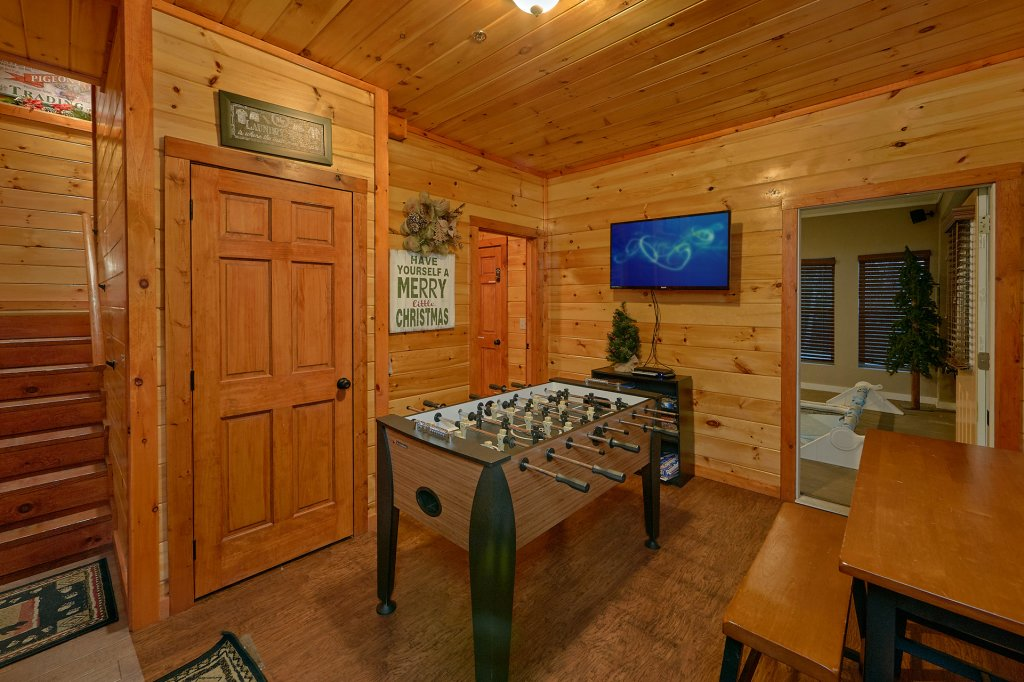 Photo of a Pigeon Forge Cabin named Reindeer Bay - This is the sixteenth photo in the set.