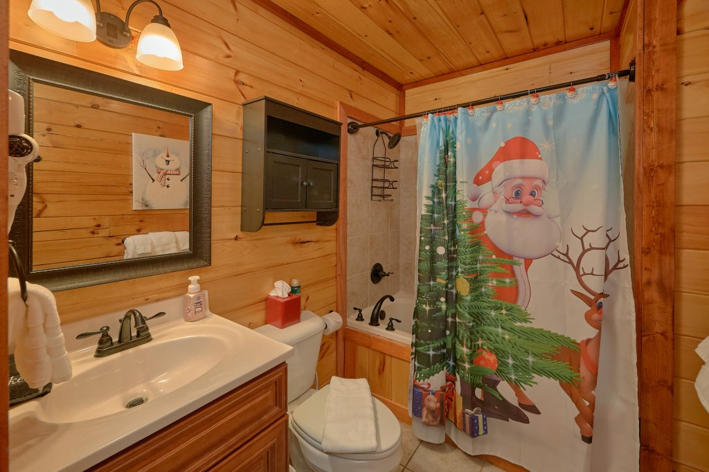 Photo of a Pigeon Forge Cabin named Reindeer Bay - This is the twenty-ninth photo in the set.
