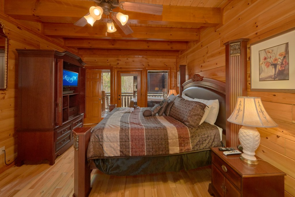 Photo of a Sevierville Cabin named Movie Room Retreat - This is the twenty-second photo in the set.