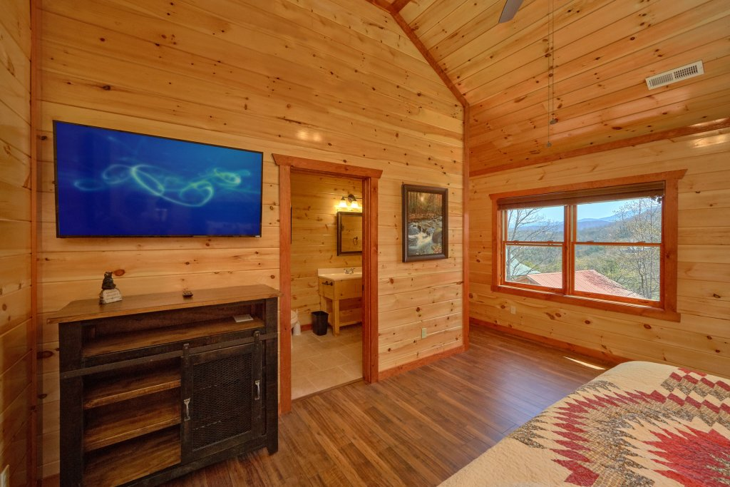 Photo of a Sevierville Cabin named Summit Pool Lodge - This is the twenty-fourth photo in the set.