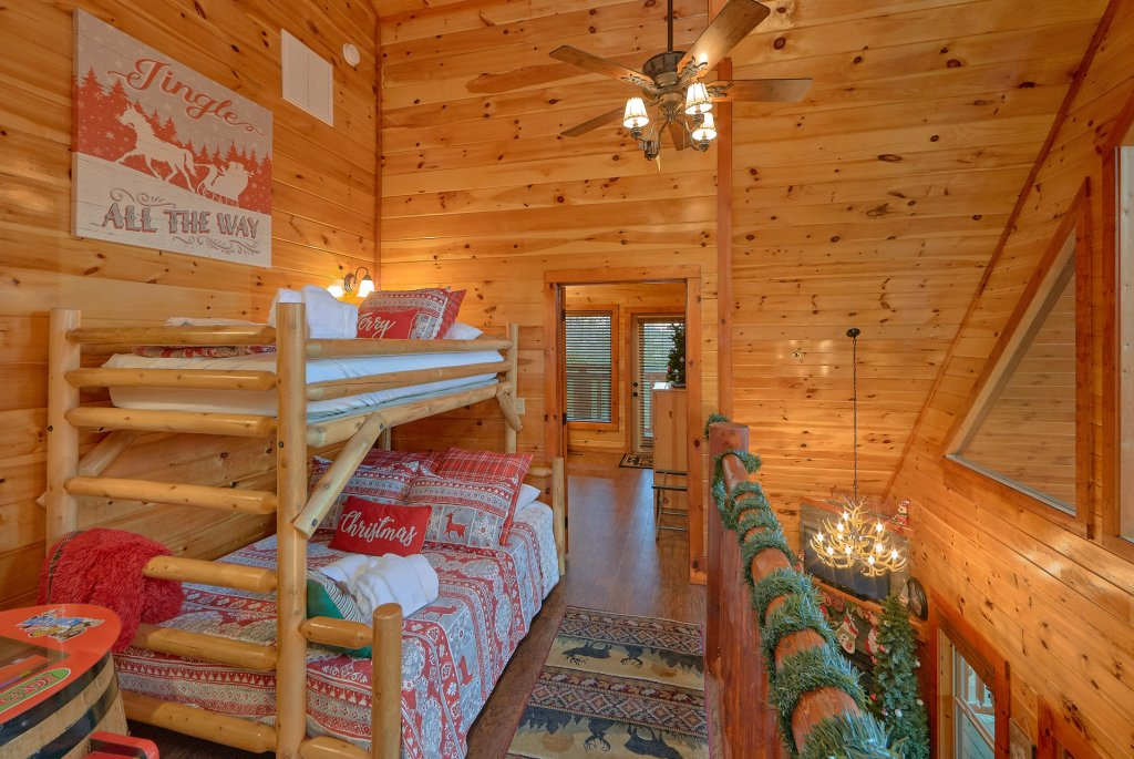 Photo of a Pigeon Forge Cabin named Reindeer Bay - This is the fourteenth photo in the set.