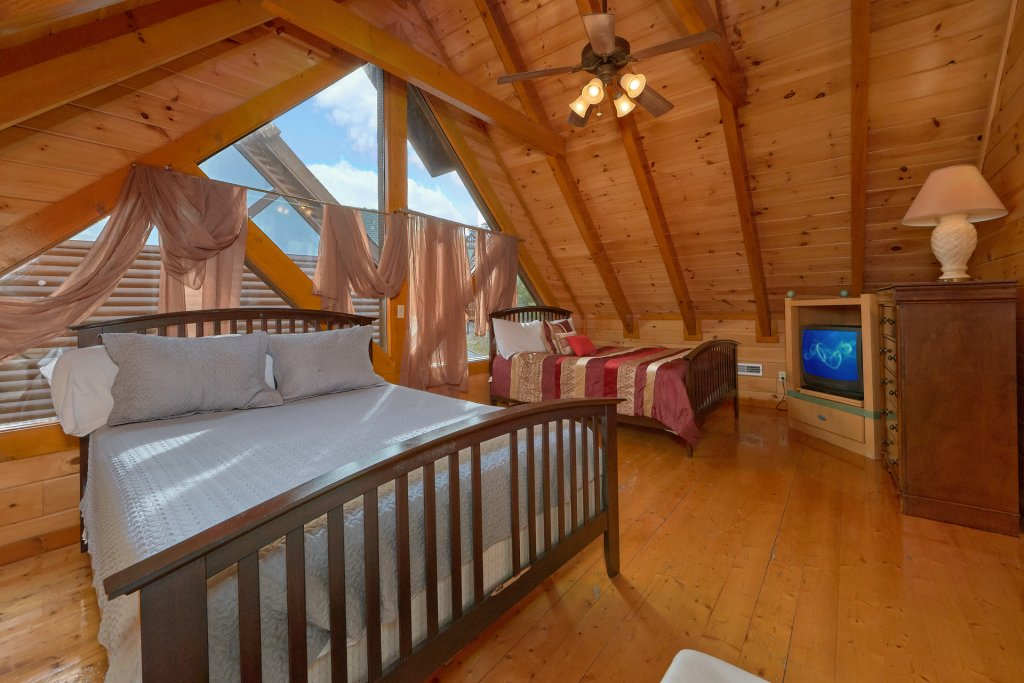 Photo of a Sevierville Cabin named Movie Room Retreat - This is the twentieth photo in the set.