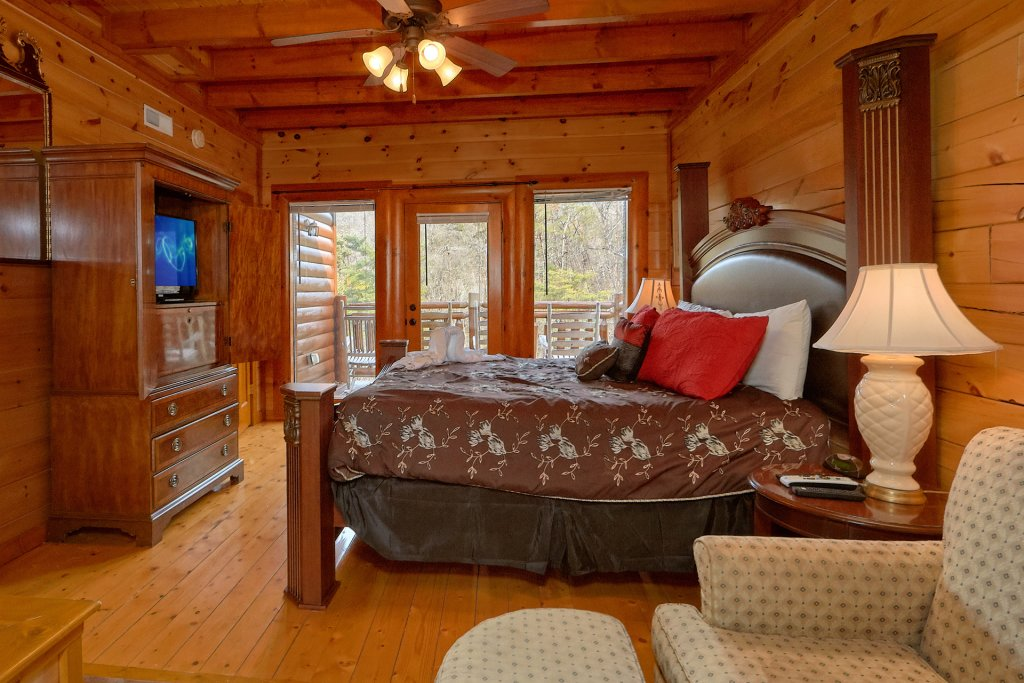 Photo of a Sevierville Cabin named Movie Room Retreat - This is the sixteenth photo in the set.