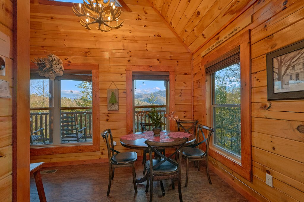 Photo of a Pigeon Forge Cabin named Reindeer Bay - This is the twenty-second photo in the set.