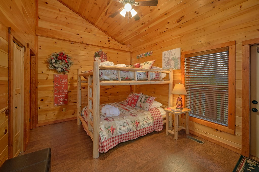 Photo of a Pigeon Forge Cabin named Reindeer Bay - This is the twenty-sixth photo in the set.