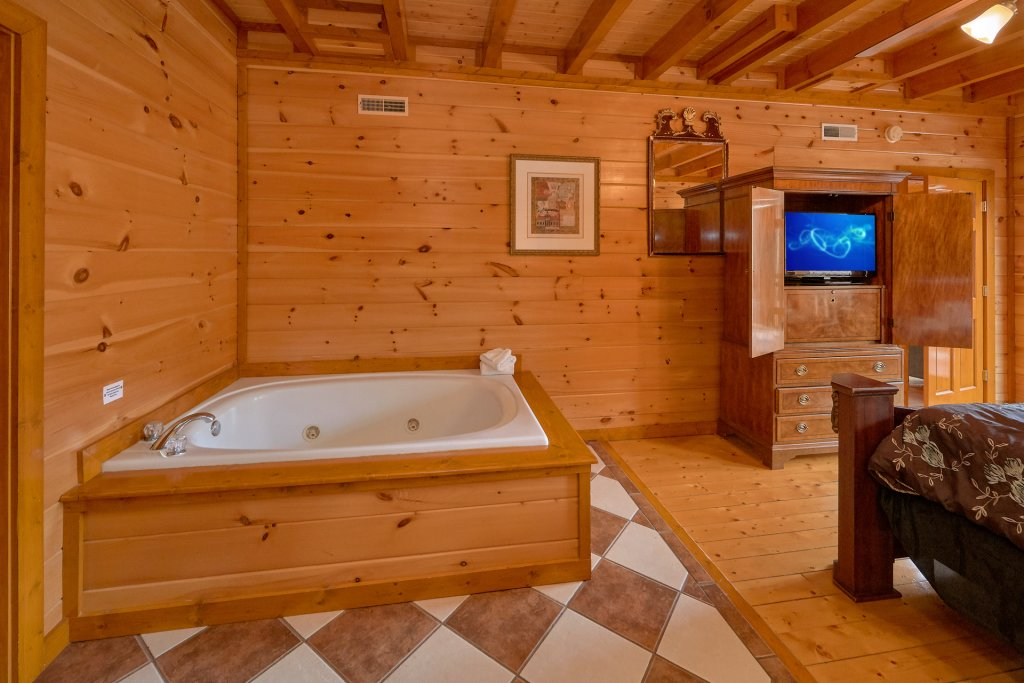 Photo of a Sevierville Cabin named Movie Room Retreat - This is the fourteenth photo in the set.