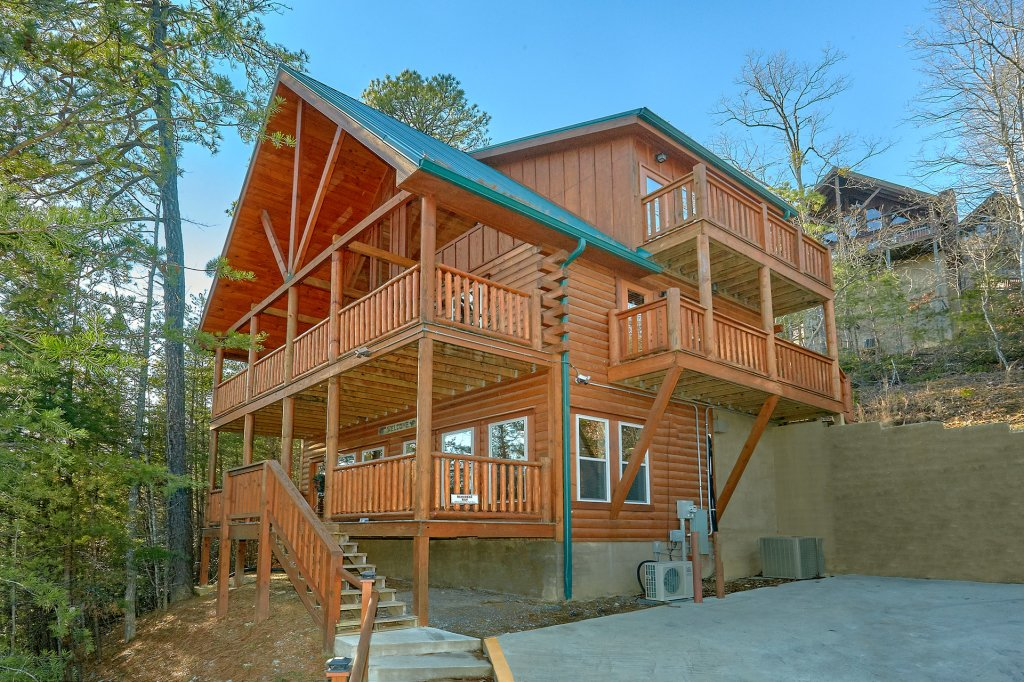 Photo of a Pigeon Forge Cabin named Reindeer Bay - This is the thirty-second photo in the set.