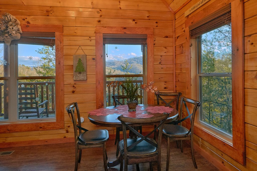 Photo of a Pigeon Forge Cabin named Reindeer Bay - This is the twenty-third photo in the set.