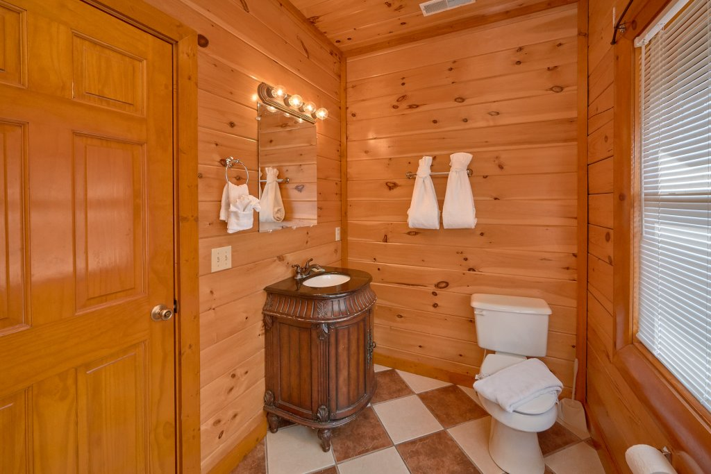 Photo of a Sevierville Cabin named Movie Room Retreat - This is the thirtieth photo in the set.