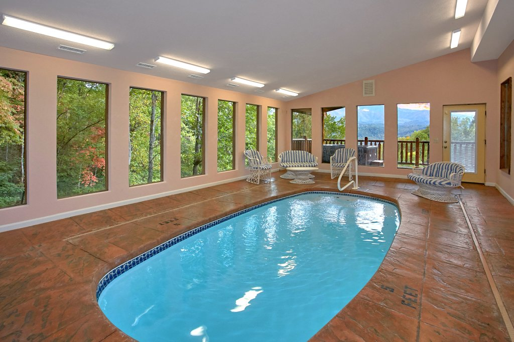 Photo of a Gatlinburg Cabin named Splash Mansion #500 - This is the second photo in the set.
