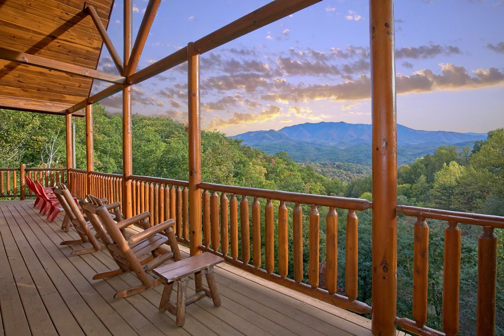Photo of a Gatlinburg Cabin named Splash Mansion #500 - This is the third photo in the set.