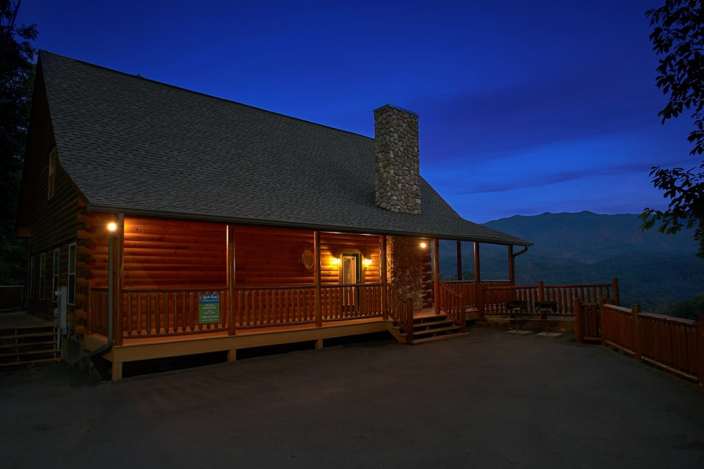 Photo of a Gatlinburg Cabin named Splash Mansion #500 - This is the eleventh photo in the set.