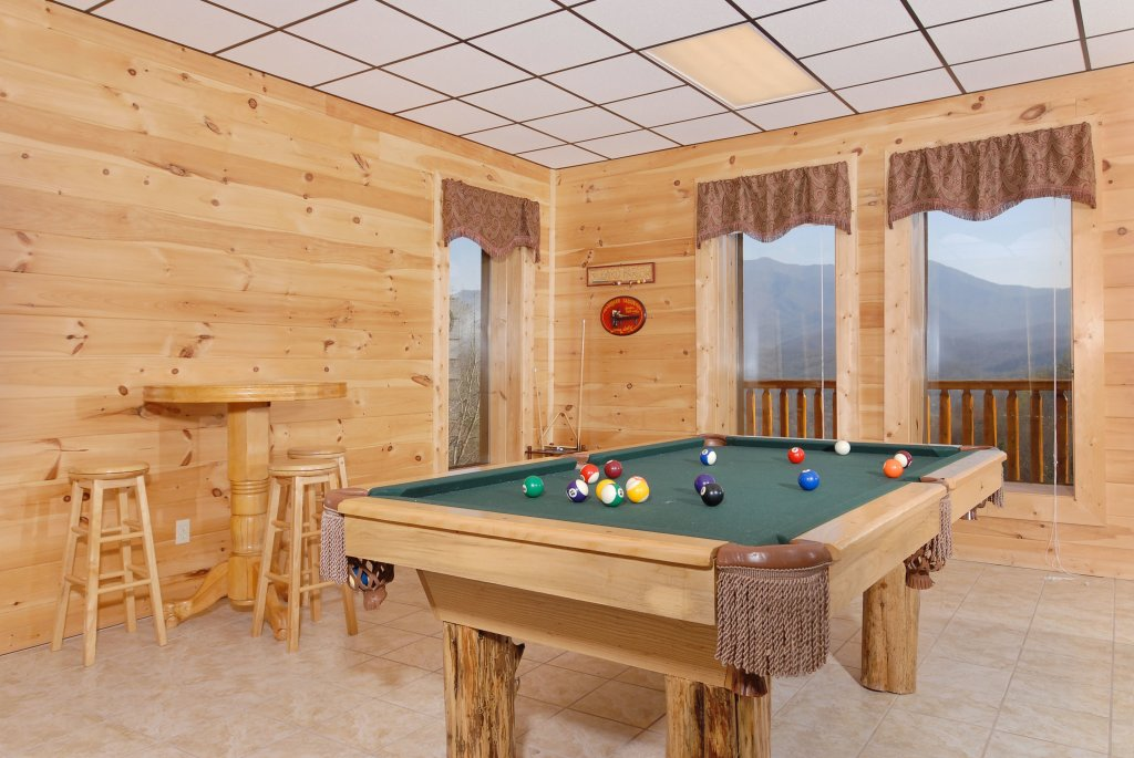 Photo of a Gatlinburg Cabin named Splash Mansion #500 - This is the fifteenth photo in the set.