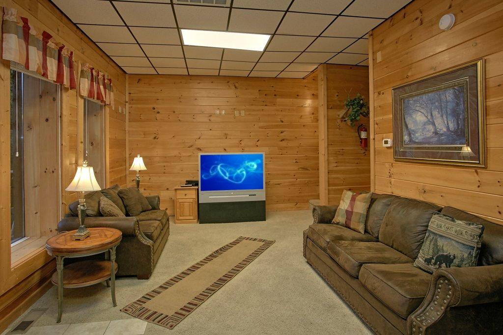 Photo of a Gatlinburg Cabin named Splash Mansion #500 - This is the twenty-ninth photo in the set.