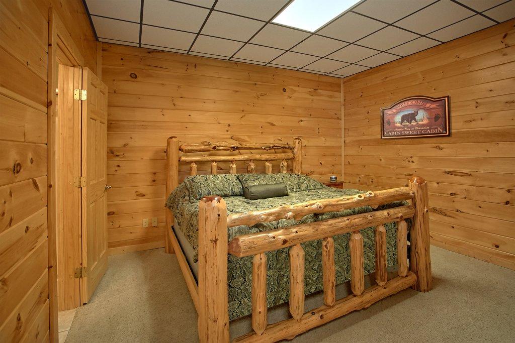 Photo of a Gatlinburg Cabin named Splash Mansion #500 - This is the twenty-third photo in the set.