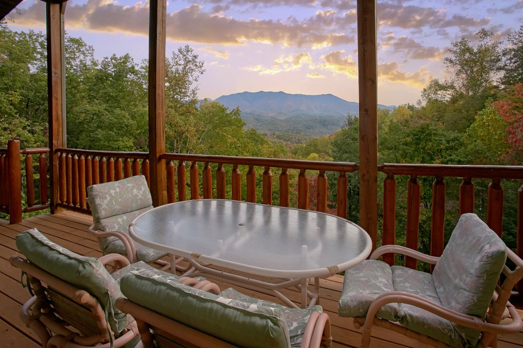 Photo of a Gatlinburg Cabin named Splash Mansion #500 - This is the twenty-fourth photo in the set.