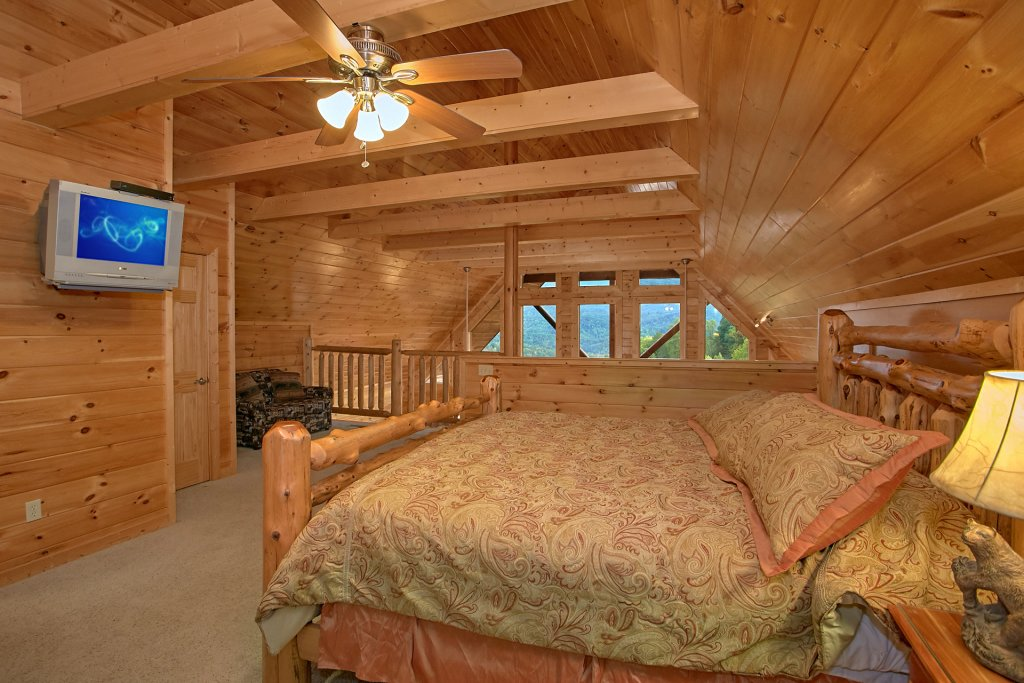 Photo of a Gatlinburg Cabin named Splash Mansion #500 - This is the twenty-eighth photo in the set.