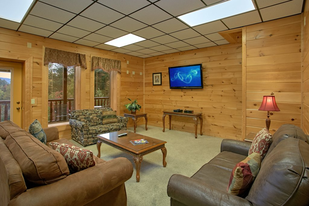 Photo of a Gatlinburg Cabin named Splash Mansion #500 - This is the twenty-fifth photo in the set.