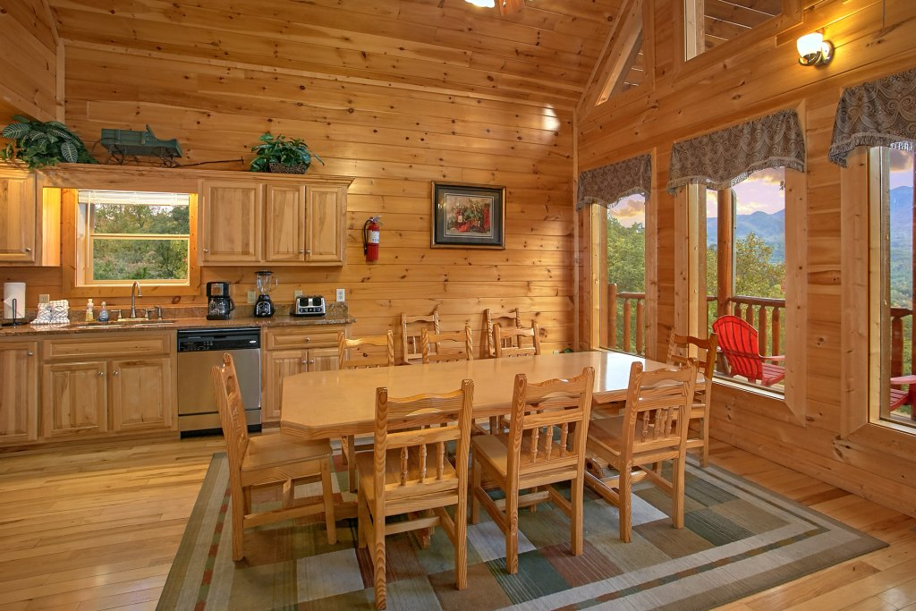 Photo of a Gatlinburg Cabin named Splash Mansion #500 - This is the thirty-ninth photo in the set.