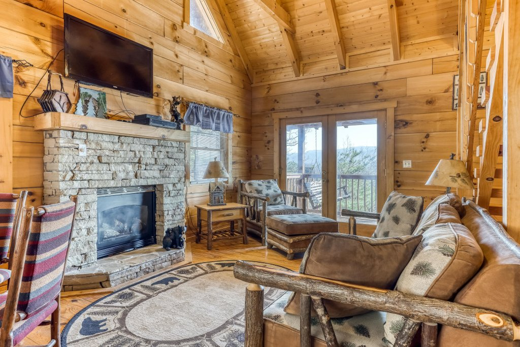 Photo of a Pigeon Forge Cabin named Outlook Ridge - This is the third photo in the set.