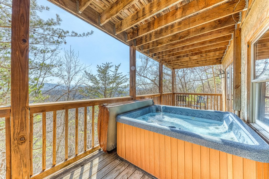 Photo of a Pigeon Forge Cabin named Outlook Ridge - This is the second photo in the set.