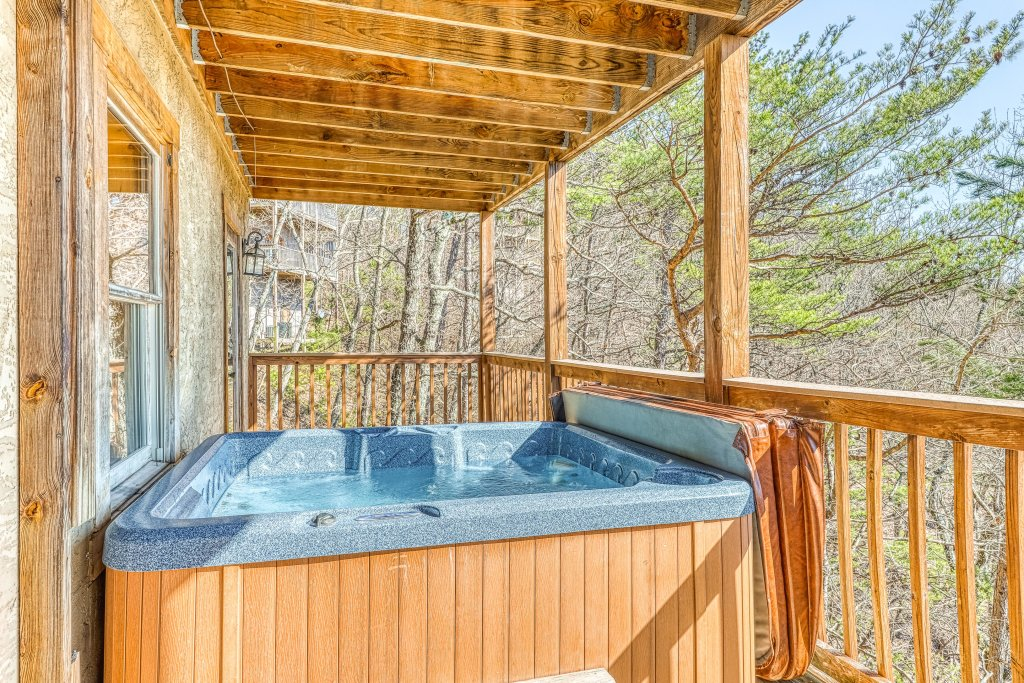 Photo of a Pigeon Forge Cabin named Outlook Ridge - This is the twenty-second photo in the set.