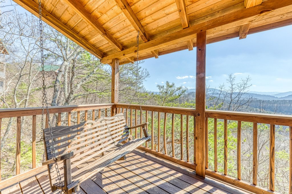 Photo of a Pigeon Forge Cabin named Outlook Ridge - This is the twenty-fifth photo in the set.