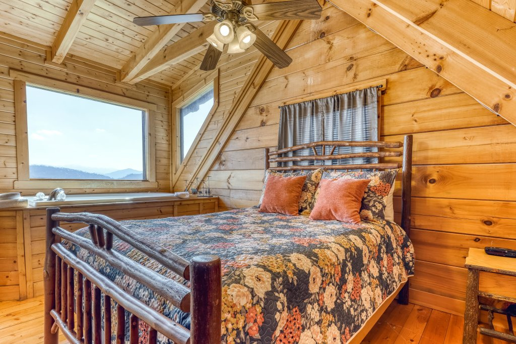 Photo of a Pigeon Forge Cabin named Outlook Ridge - This is the twelfth photo in the set.