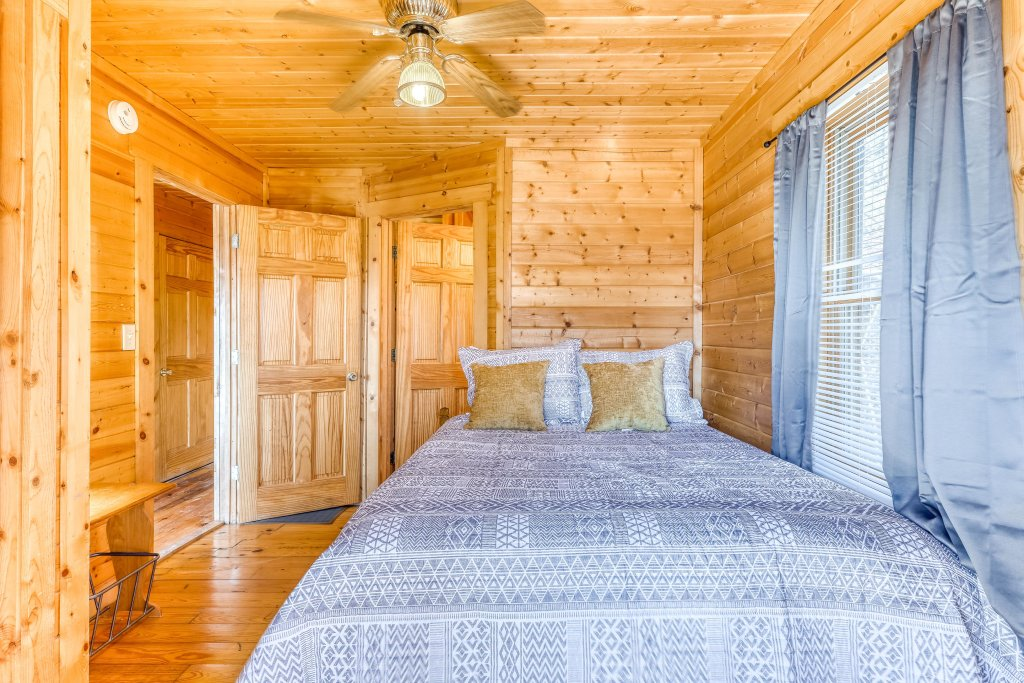 Photo of a Pigeon Forge Cabin named Outlook Ridge - This is the sixteenth photo in the set.