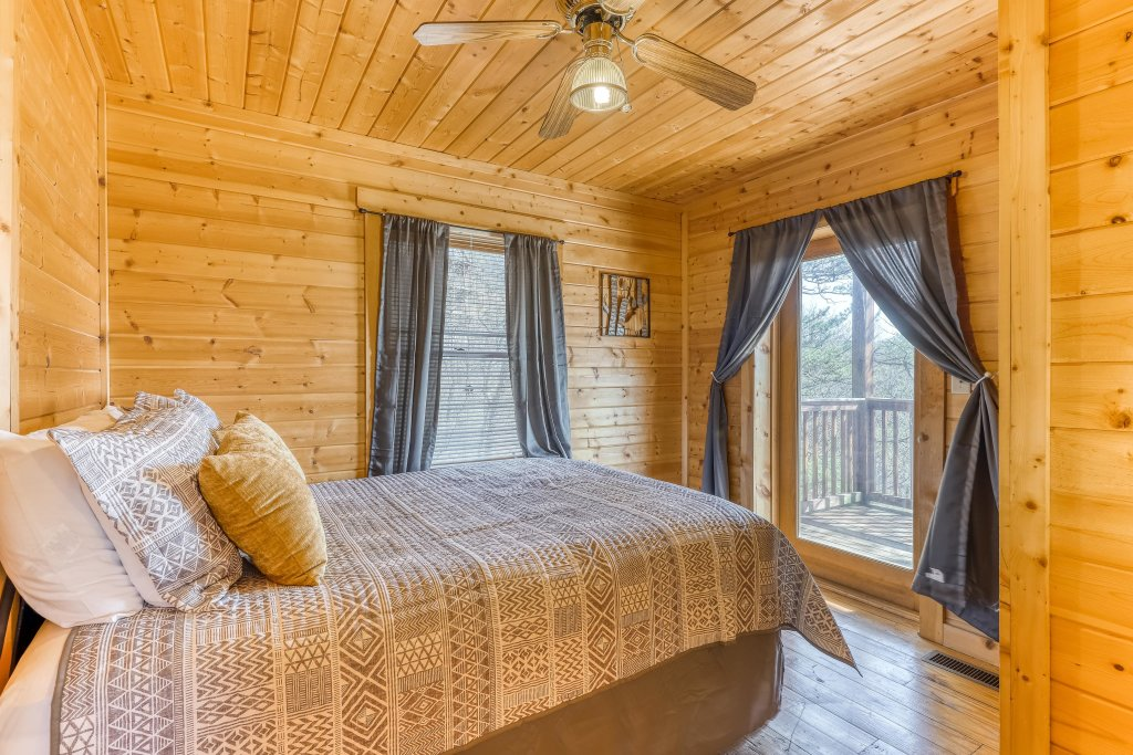 Photo of a Pigeon Forge Cabin named Outlook Ridge - This is the fifteenth photo in the set.
