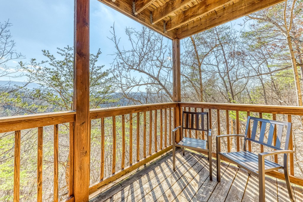 Photo of a Pigeon Forge Cabin named Outlook Ridge - This is the twenty-fourth photo in the set.