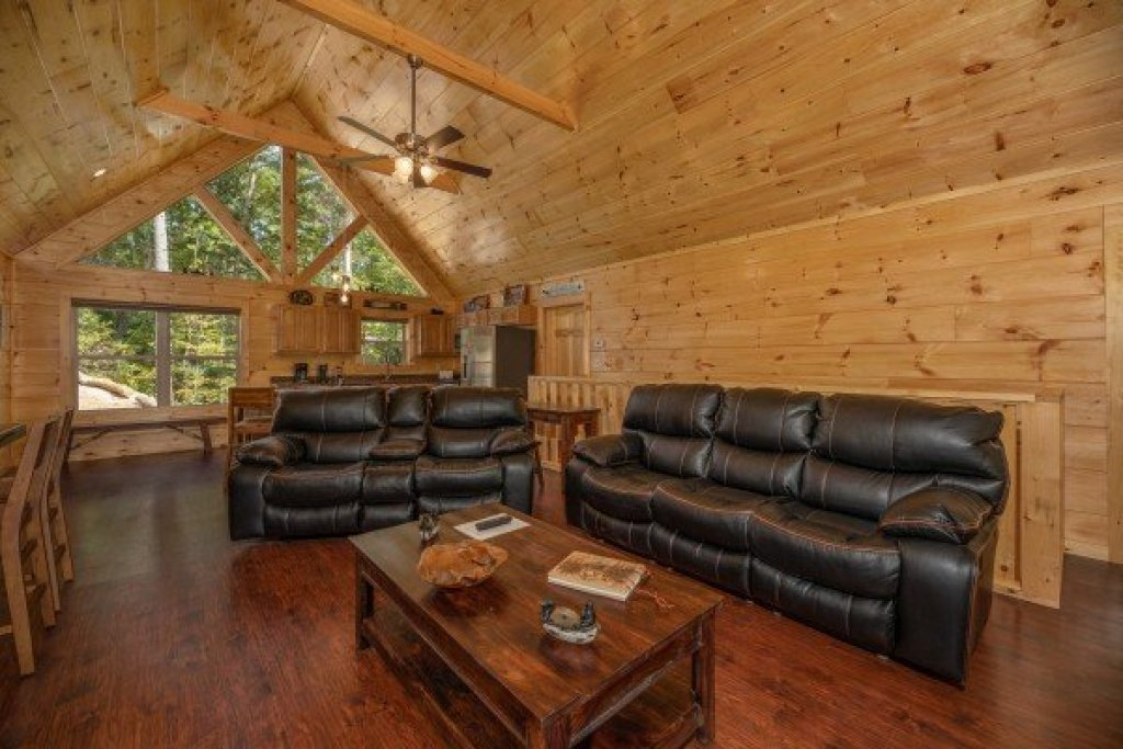 Photo of a Pigeon Forge Cabin named Gar Bear's Hideaway - This is the sixth photo in the set.