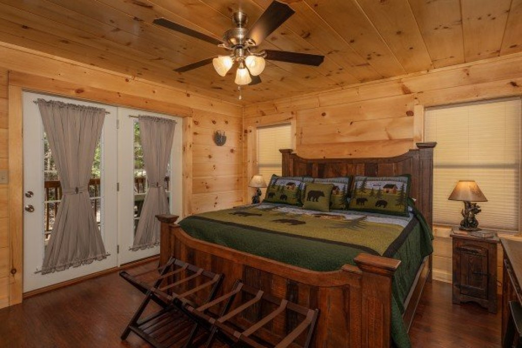 Photo of a Pigeon Forge Cabin named Gar Bear's Hideaway - This is the twelfth photo in the set.
