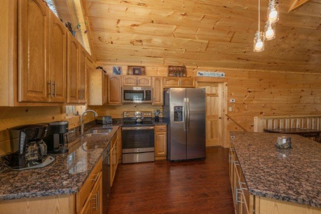 Photo of a Pigeon Forge Cabin named Gar Bear's Hideaway - This is the seventh photo in the set.