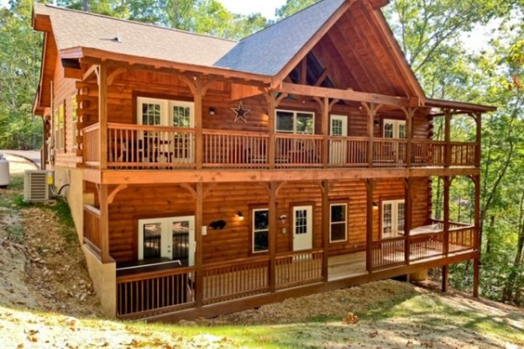Photo of a Pigeon Forge Cabin named Gar Bear's Hideaway - This is the thirty-second photo in the set.
