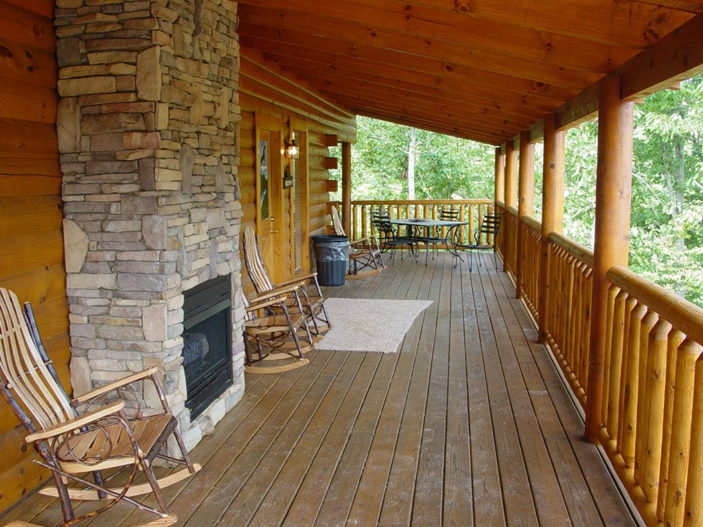 Photo of a Sevierville Cabin named  Cozy Cabin - This is the one hundred and seventy-seventh photo in the set.