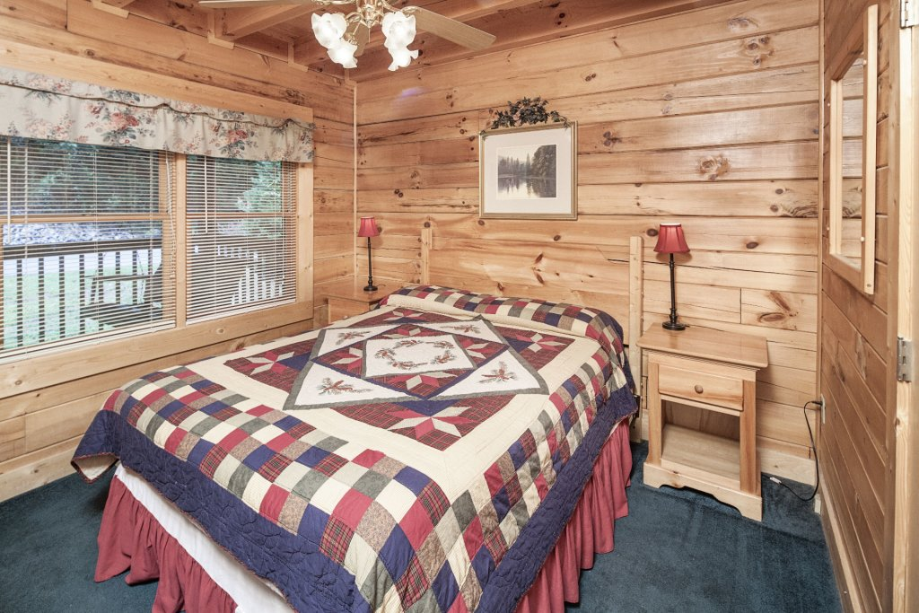 Photo of a Pigeon Forge Cabin named  Treasure Mountain - This is the three hundred and forty-second photo in the set.