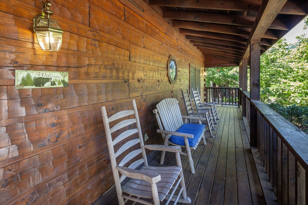 Photo of a Pigeon Forge Cabin named  Best Of Both Worlds - This is the one thousand five hundred and eighty-first photo in the set.