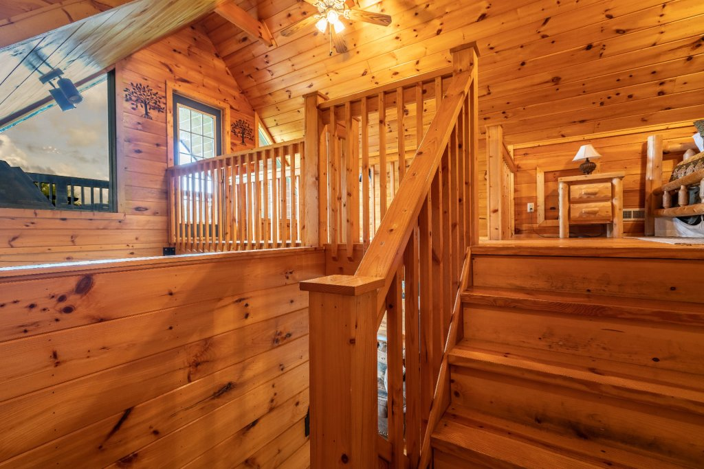 Photo of a Sevierville Cabin named Bears, Turkeys, And Deer Oh My! - This is the nine hundred and seventy-second photo in the set.