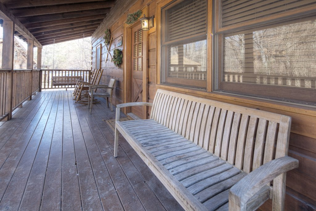 Photo of a Pigeon Forge Cabin named  Creekside - This is the one thousand and twenty-seventh photo in the set.