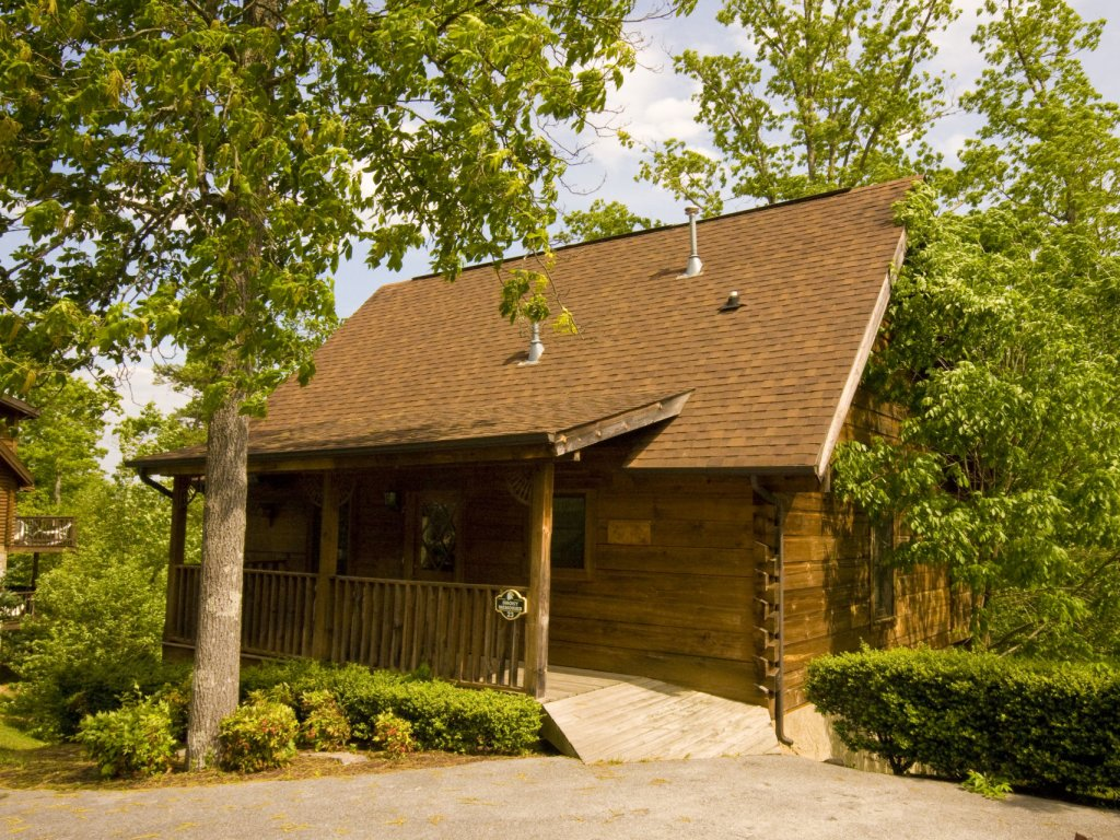 Photo of a Pigeon Forge Cabin named  Smoky Memories - This is the second photo in the set.