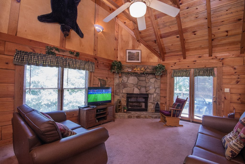 Photo of a Pigeon Forge Cabin named  Smoky Memories - This is the sixteenth photo in the set.