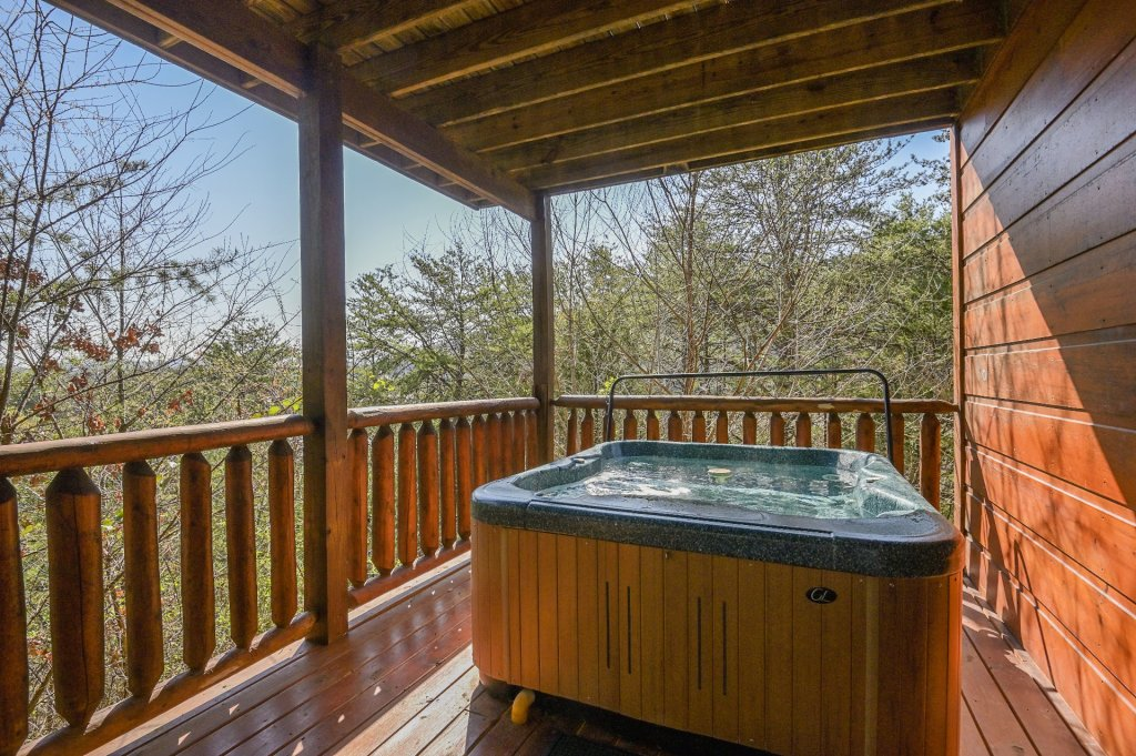 Photo of a Sevierville Cabin named Hillside Retreat - This is the one thousand five hundred and fifty-first photo in the set.