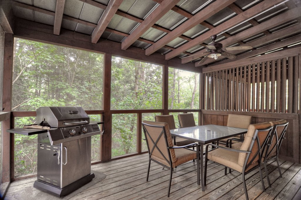 Photo of a Pigeon Forge Cabin named The Loon's Nest (formerly C.o.24) - This is the one hundred and first photo in the set.