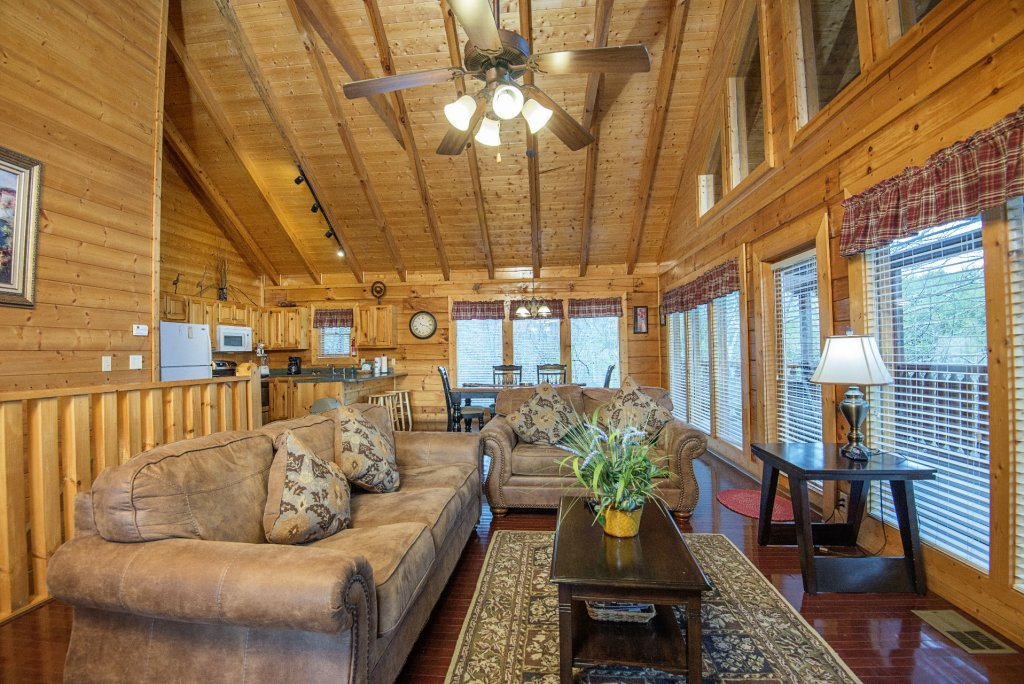 Photo of a Sevierville Cabin named  Almost Paradise - This is the two hundred and seventy-ninth photo in the set.